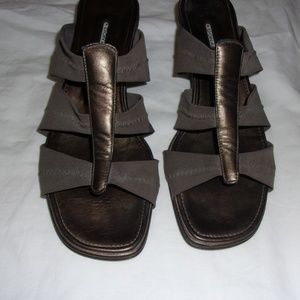 DONALD J PLINER GRAY & GOLD SLIDES 8M